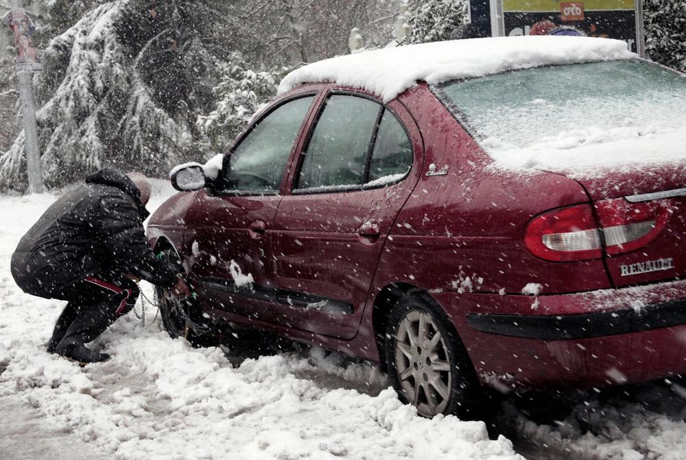 Textilné, tekuté alebo rýchloupínace: aké snehové reťaze potrebujete?