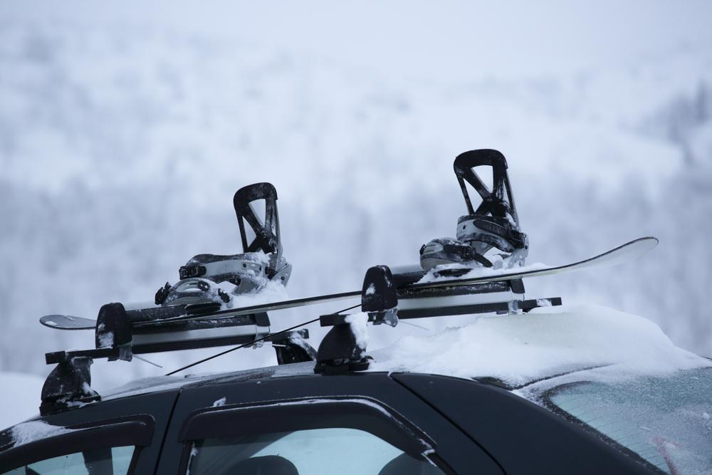 Viete, ako prevážať bezpečne lyže? Poradíme vám